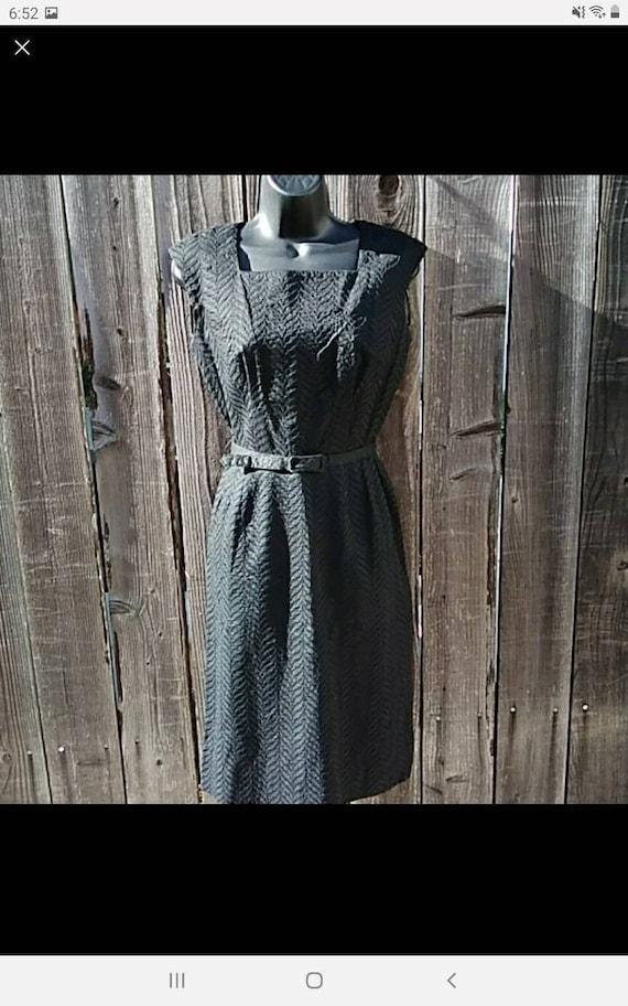1950s L'Aiglon Dauphine Dress Belted 4 leaf print