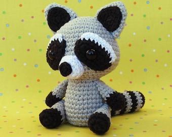 Raccoons - Animal Crochet Pattern Round Up - Rebeckah's Treasures | 270x340