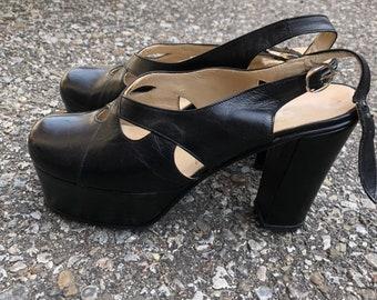 357078abf3 Vintage 70's platform shoes sandals 8