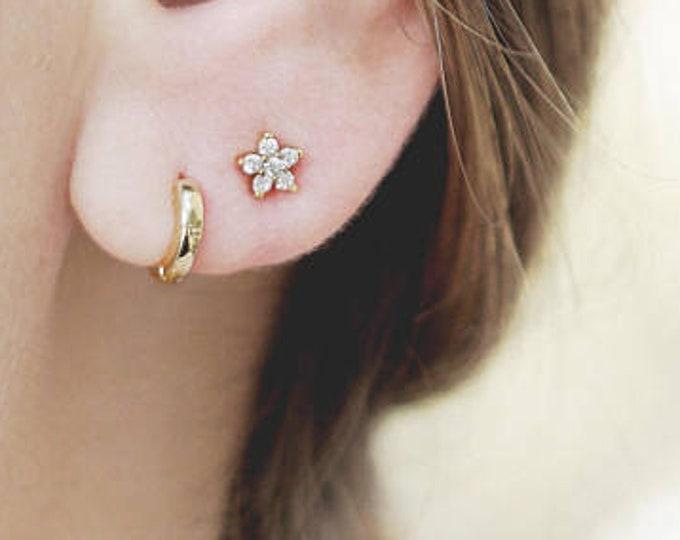 Tiny Flower Stud Earring, Small Diamond Earring, Dainty Post, Delicate Earring Set, Daisy Earring, Minimalist Jewelry Gold, 2nd Hole Earring