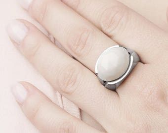 White Agate Ring, Gemstone Ring, Statement Stone Ring, Agate Ring Women,White Jade Ring,Large Stone Ring,Sterling Silver Stone Ring, Mineral