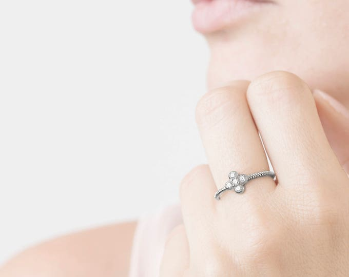 Sterling Silver Cluster Ring, Cz Silver Ring, Daisy Ring, Solitaire Silver Ring, Bezel Diamond Ring, Flower Ring, Delicate Ring Women