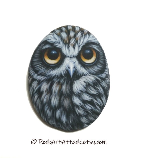 Pretty Owl Magnet, Painted on a small Sea Pebble with Acrylic paints, finished with satin varnish. original pebble art owl, animals pebbles