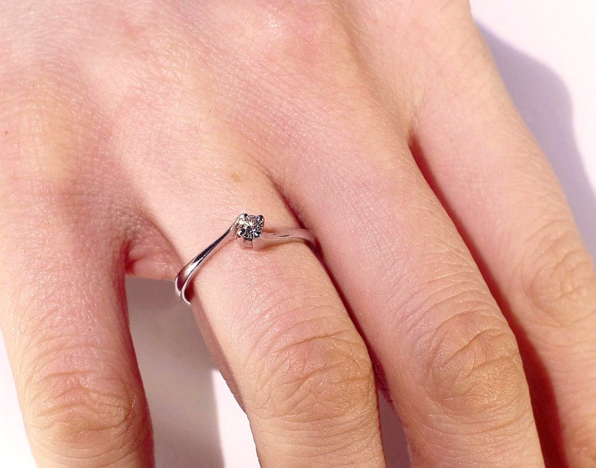Solitaire Engagement Ring Twisted Diamond Ring 18K White Gold