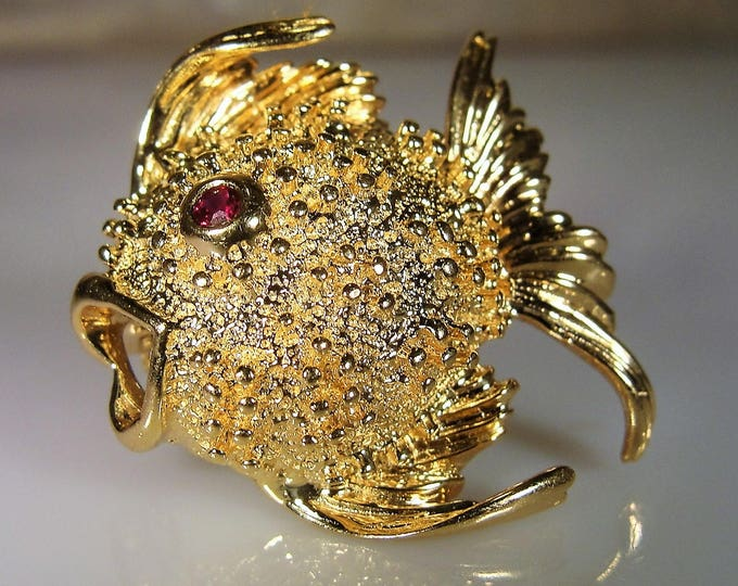 Fine Jewelry Brooch, 14K Yellow Gold Petite Puffer or Angel Fish Brooch with Genuine Ruby Eye