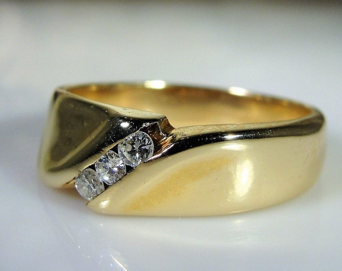 Man's Diamond Ring, 14K Yellow Gold Man's Diamond Ring, Gentleman's Ring, Groom's Band, Vintage Ring, Size 10.5, FREE SIZING!!