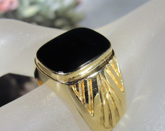 14K Yellow Gold Man's Onyx Ring, Gentleman's Ring, Geometric Etched Sides, Genuine Onyx, Man's Ring, Vintage Ring, Size 9.5, FREE SIZING!!