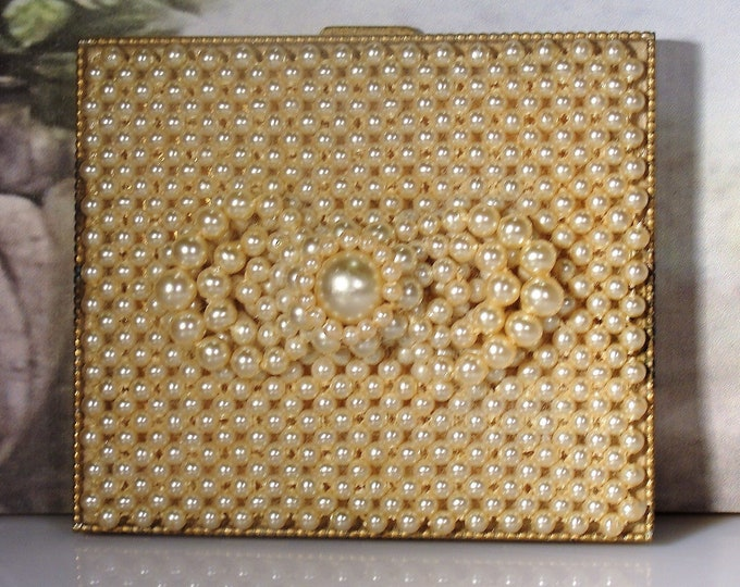 SCHILDKRAUT BROS.: Beautiful Pearl Powder Compact with a lovely Pearl Bow on the Cover, Vintage Compact