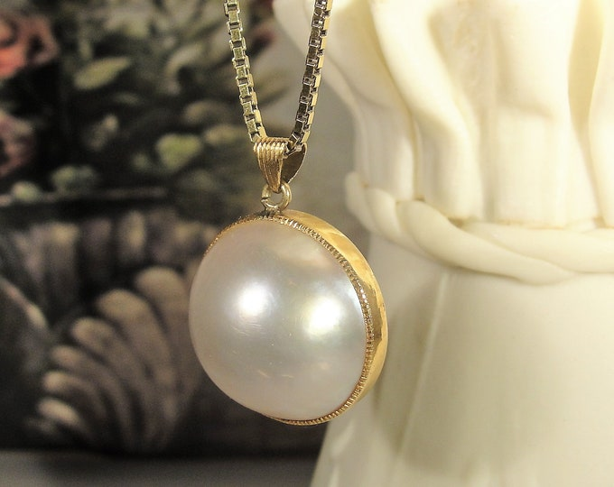 Midcentury 18K Mabe Pearl Pendant and Gold Vermeil Box Chain, 18K Pendant, Vintage Necklace, 20 Inch Chain