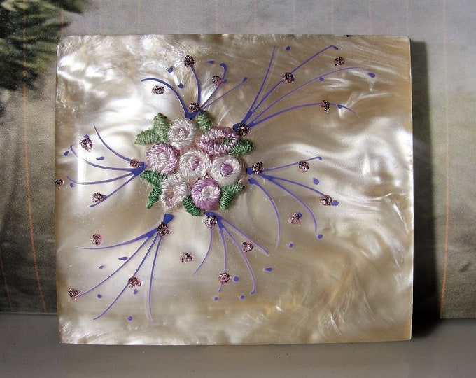 Powder Compact, Lucite Compact with Purple Embroidered Flowers & Hand Painted Purple Sparkly Spray Design, Vintage Purse Compact-Collectible
