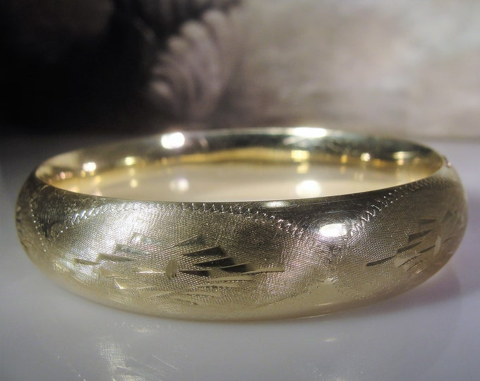 14K Yellow Gold Chased Bangle, Yellow Gold Bangle, Chased Design, 18.2 Grams, Gold Bracelet, Wide Gold Bangle, Vintage Gold Chased Bangle