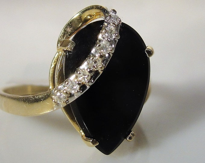 14K Yellow Gold Pear Shaped Onyx Ring with a White Gold Diamond Ribbon, Onyx Diamond Ring, Vintage Ring, Size 7.5