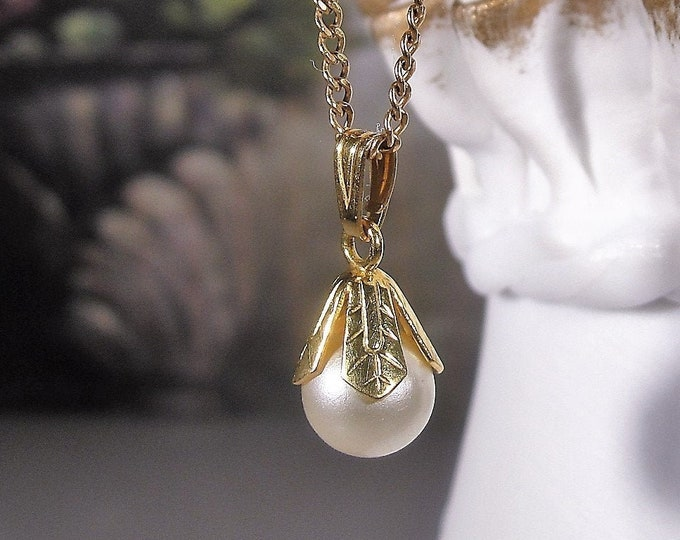 Pearl Necklace, Victorian Solitaire Pearl Necklace, 12K Gold Filled Pendant and Chain, Vintage Necklace, 18 Inch Chain