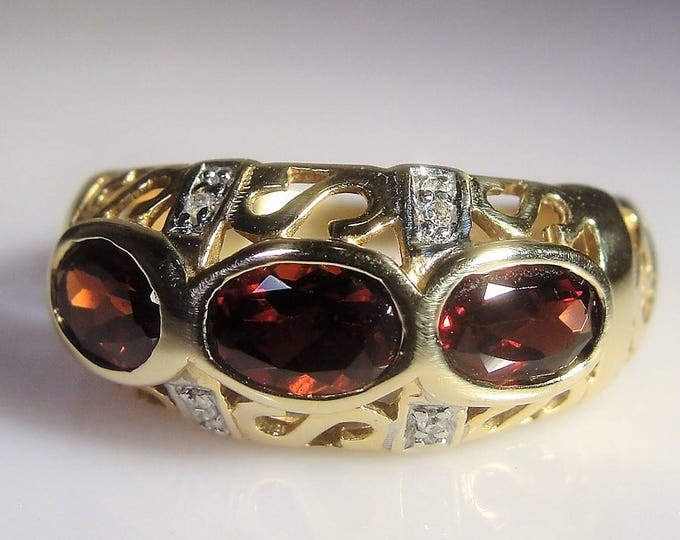 10K Yellow Gold Band, Garnet and Diamond Band, Art Nouveau Band Ring, Garnet Ring, Red Garnet Ring, 3 Stone Ring, Vintage Ring, Size 6.75