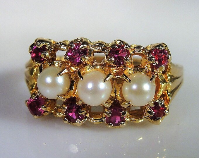Unique 10K Gold Pearl and Ruby Ring, Pearl and Ruby Cocktail Ring, Band Style Ring, Vintage Ring, Vintage Band Ring, Size 6.75