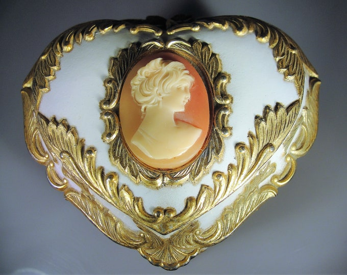 """MELE Heart Shaped Cameo Musical Footed Jewelry Casket, Plays Musical Score of """"Memories"""" from the Movie, """"The Way We Were"""", Vintage"""