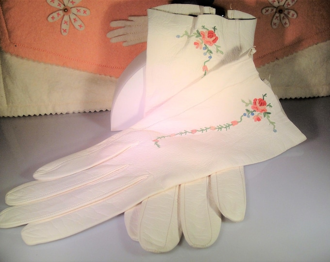 Embroidered Gloves, Ladies Embroidered Leather Gloves, Fine Kit Leather Ladies Gloves, Winter White Embroidered Leather Gloves, Size 6.5