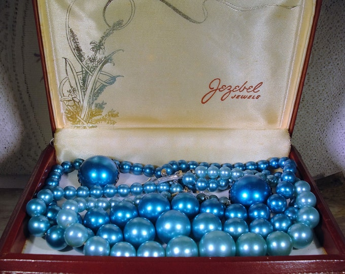 Jewelry Set, JEZEBEL JEWELS Jewelry Set, Three Strand Blue and Teal Large Beaded Necklace and Earrings, Original Leatherette Case