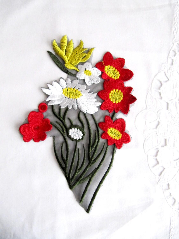 Red daisy flower patchred flower appliquebunch flower etsy zoom izmirmasajfo
