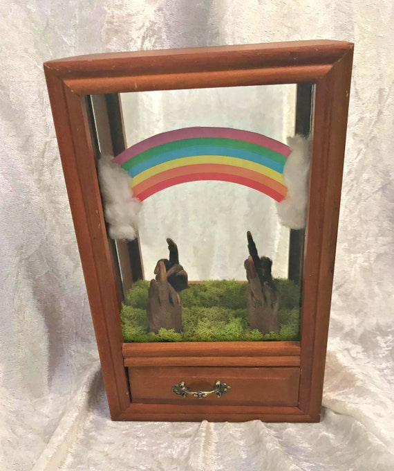 Somewhere Over the Rainbow Beaver Paw Music Box