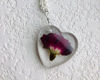 Resin rose pendant necklace, rose jewelry, rose necklace, floral jewelry, summer accessories, summer jewelry, gifts for her
