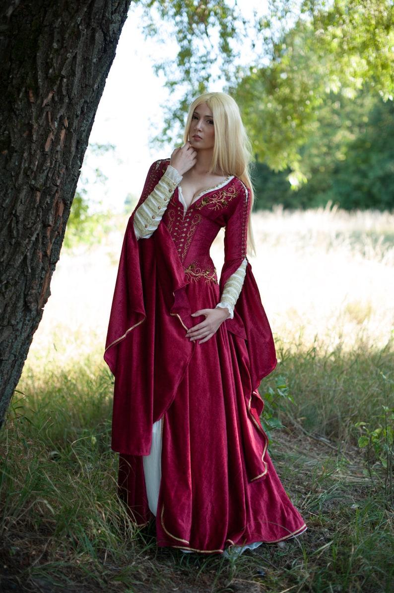 5d8aba134 Medieval Fantasy Crimson vestido juego de tronos inspirado
