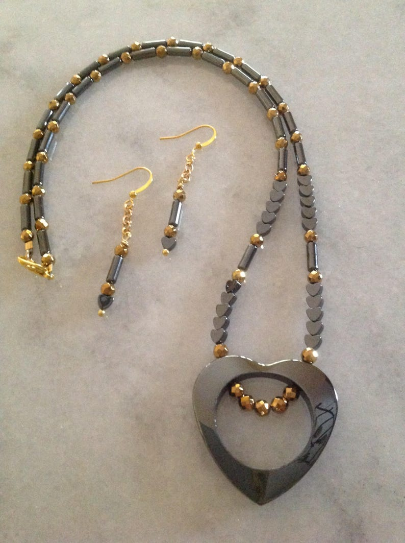 Dark Heart Necklace and Earrings Set