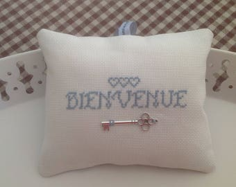 Collection welcome, welcome door cushion with hearts and key charm