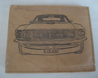 Mens Leather Bi-Fold Wallet w// 1970 PLYMOUTH ROAD RUNNER *Great Gift*