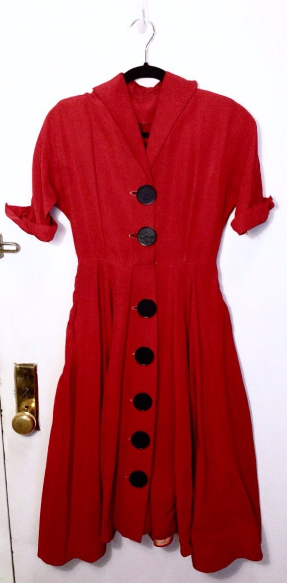 bf57ad0060ce Vintage des années 1950 jour robe des années 50 rouge soie   Etsy