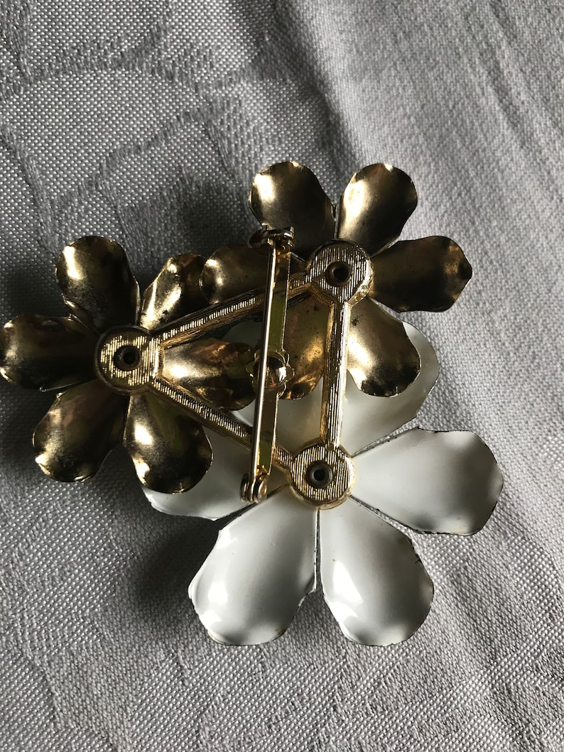 Enamel flower brooch Vintage Flower Power 1960 painted daisy Navy Blue and White.