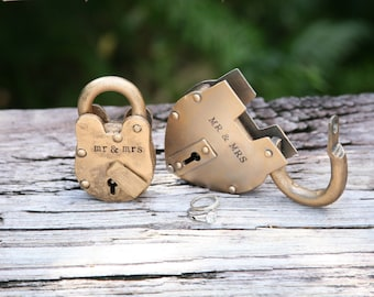 Wedding Centerpieces with Personalized Antique Padlock Gift For The Couple Decoration Proposal
