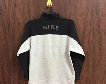 Vintage NIKE sweatshirt small logo embroidered spellout jumper pullover..  vintage sweatshirt.. size M black   light gray 2dcff29c2552