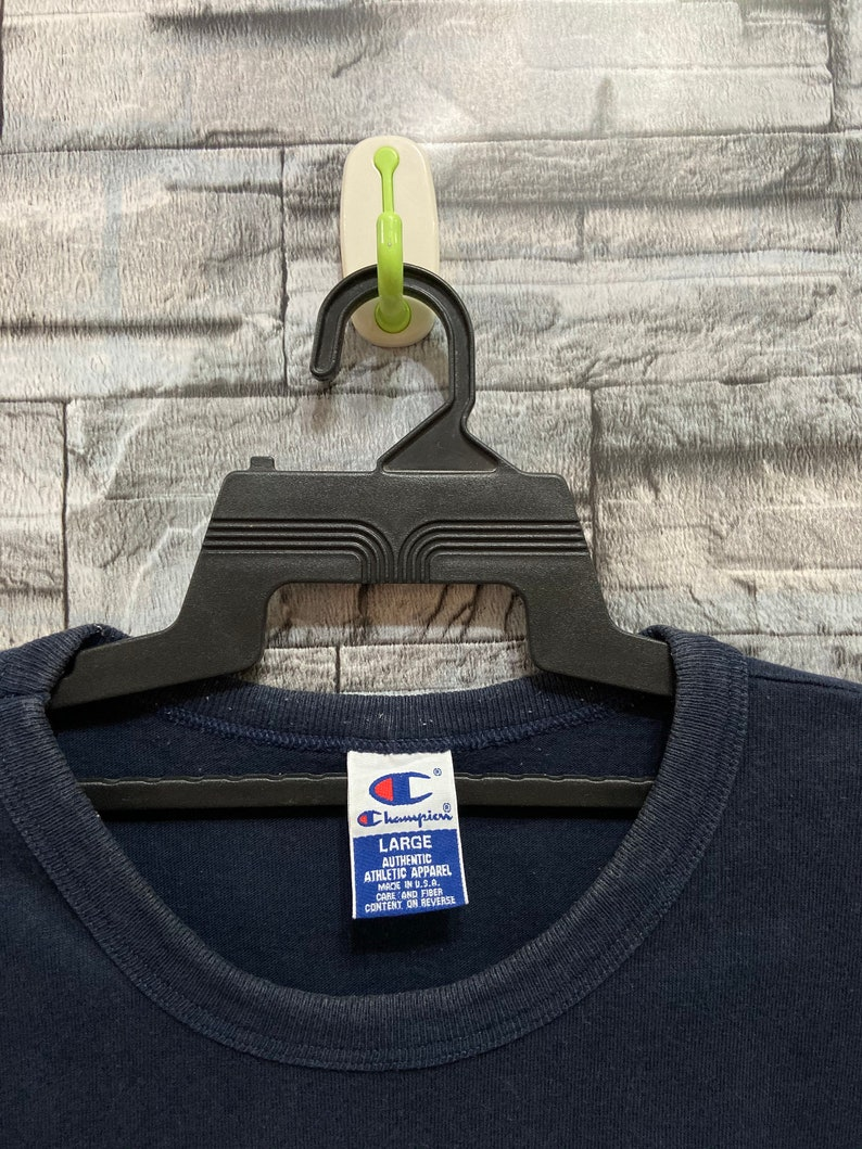Vintage Champion t shirt spellout made in usa. vintage t shirt usa size L dark blue