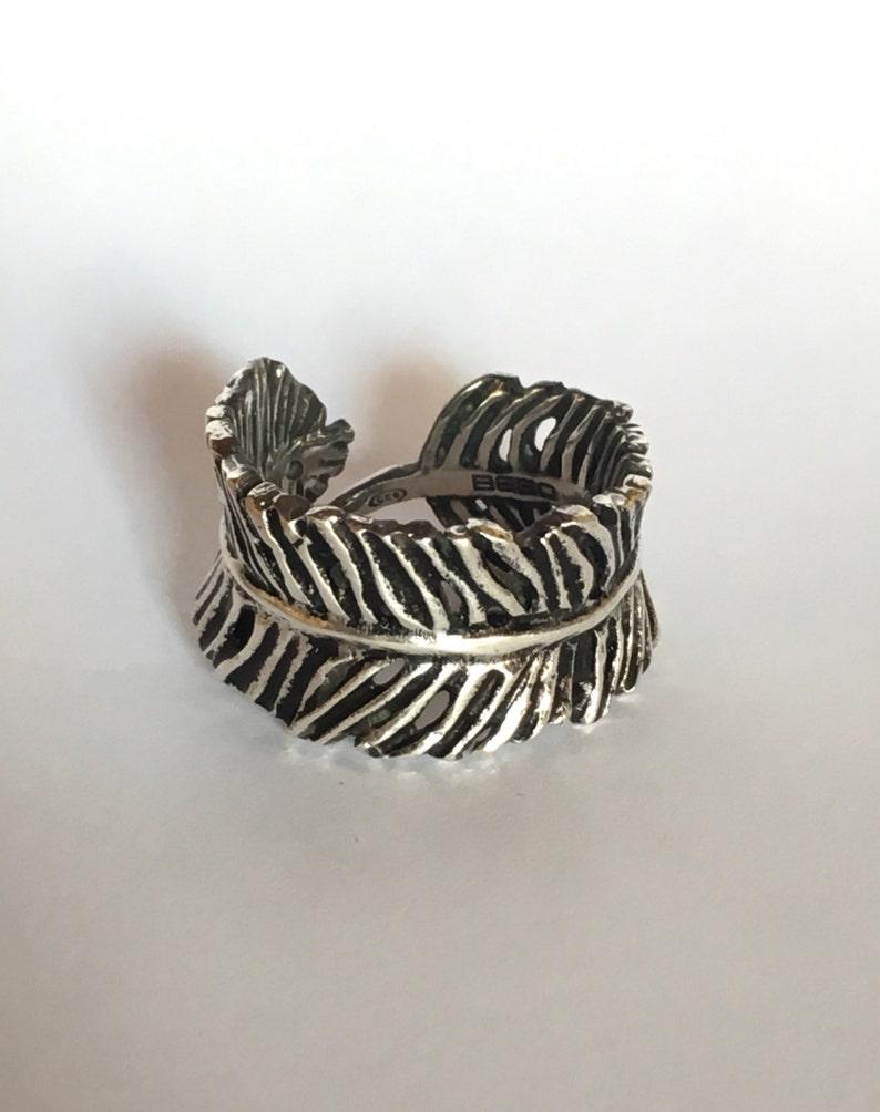 Feather ring in solid silver 925 oxidized .Anello piuma in argento 925 massiccio brunito e lucidato .