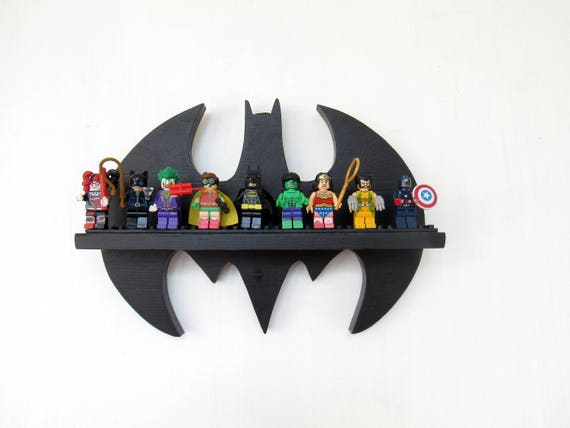 lego batman mini figuren anzeige regal holz. Black Bedroom Furniture Sets. Home Design Ideas