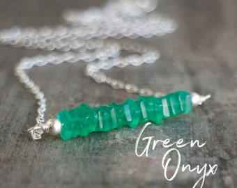 Green Onyx Necklace, Layering Necklace, Bridesmaid Gifts, Gemstone Necklace, Gift for Her, Gemstone Jewelry, Emerald Green Bar Necklace