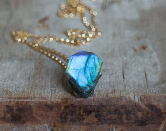 Raw Labradorite Necklace, Raw Crystal Necklace, Raw Stone Jewelry, Labradorite Jewelry, Labradorite Crystal, Boho Necklaces for Women