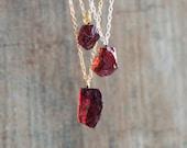 Garnet Necklace, Raw Garnet Crystal Necklaces for Women Men, Raw Stone Birthstone Necklaces for Women in Gold & Silver, Pyrope Garnet