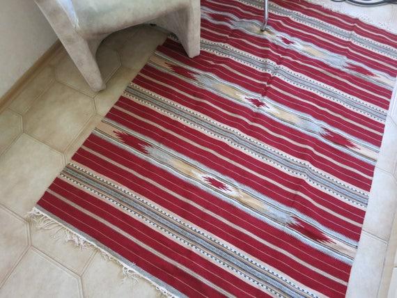 Fußboden Teppich Grau ~ Handgewebte rot grau gestreiften teppich kelim für boden etsy