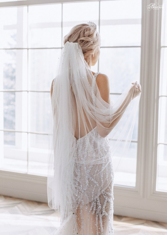Brautschleier mit Perlen, fingerspitzenlang