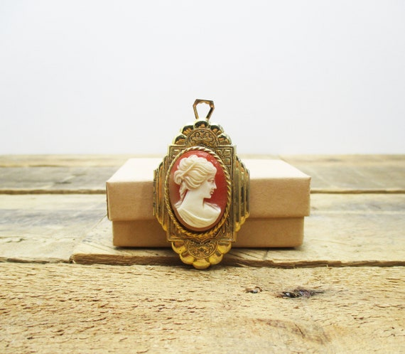 1920s Pink Cameo Locket. Beautiful and LARGE Art D