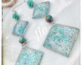 Pendant earrings with a resin cabochon