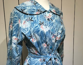 Original 1950's 'Pelaw' NOVELTY PRINT' housecoat - Wrap around shape with frills, piping and big collar