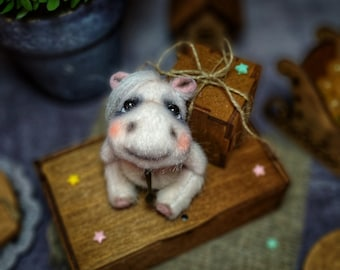 Hippo, pocket toy, Nilpferd, hippopotame, mini toy, gift, faux fur, OOAK, vintage doll, miniature, for girl, for her, plush toy, handmade