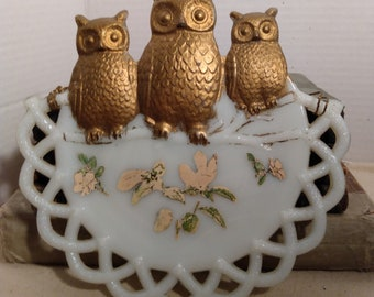 1901 milk glass plate decorative with owls open weave