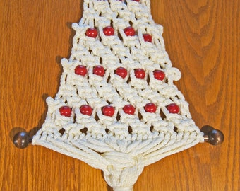 Macrame Christmas Tree Wall Hanging: Vintage Knotted Cotton Cording and Wood Bead Holiday Wall Decoration