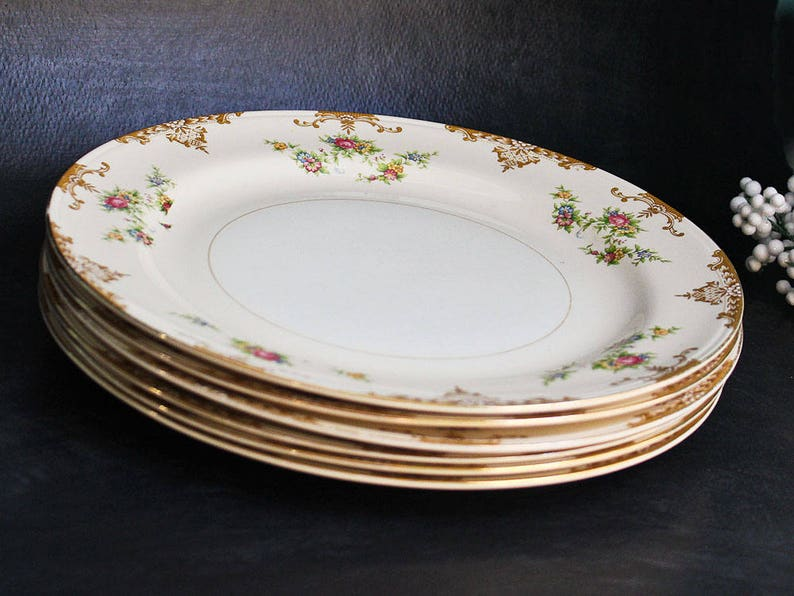 Vintage Aristocrat China Dinner Plate With 22K Gold Trim Homer Laughlin Eggshell Nautilus 10 inch Plate 1944