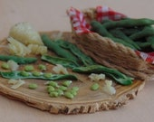 Fave e pecorino (broad bean and Pecorino cheese) 1:12 scale miniature for dollhouse