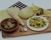 "Italian ""Tagliatelle ai funghi porcini"" (noodles with mushrooms) preparing board 1:12 scale for dollhouse"